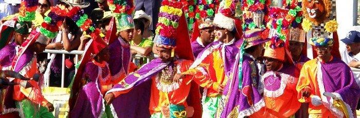 Máscaras y carretas de carnaval