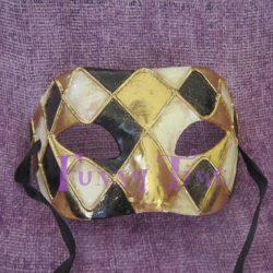 mascara con rombos