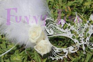 mascara veneciana con flores naturales