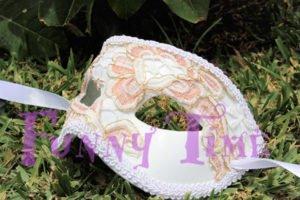 mascara de bodas con encaje