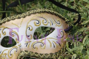 mascaras doradas de boda